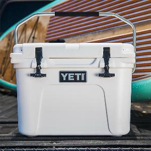 White YETI Tundra Roadie 20 Cooler